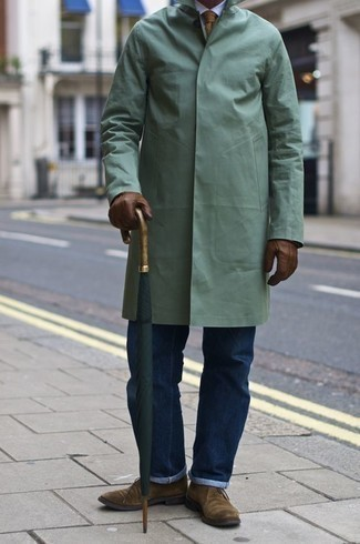 How to Wear Brown Leather Gloves For Men: This edgy pairing of a mint raincoat and brown leather gloves is extremely easy to throw together without a second thought, helping you look awesome and ready for anything without spending a ton of time going through your wardrobe. To give your overall getup a more refined aesthetic, complement your look with tan suede desert boots.