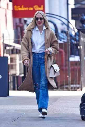 How to wear: white leather ankle boots, blue ripped jeans, white dress shirt, beige shearling coat