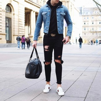 How to wear: white leather low top sneakers, black ripped jeans, black hoodie, blue denim jacket