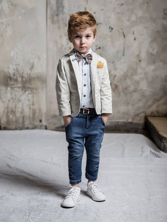 How to wear: white sneakers, navy jeans, light blue long sleeve shirt, grey blazer