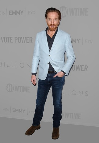 How to wear: dark brown suede chelsea boots, navy jeans, navy long sleeve shirt, light blue blazer