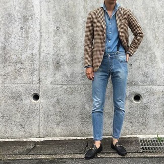 Men's Looks & Outfits: What To Wear In 2020: You'll be surprised at how very easy it is for any gent to get dressed like this. Just a brown houndstooth blazer and blue jeans. To bring out a polished side of you, complete this look with black leather loafers.