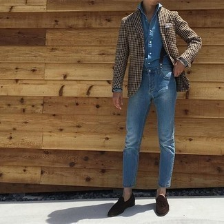 Men's Looks & Outfits: What To Wear In 2020: For something more on the cool and casual end, wear this combo of a brown houndstooth blazer and blue jeans. Give a different twist to an otherwise straightforward outfit by finishing off with dark brown suede tassel loafers.