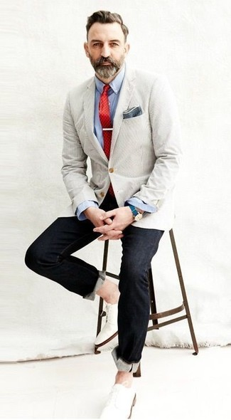 How to wear: white leather derby shoes, black jeans, light blue long sleeve shirt, beige blazer