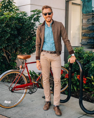 How to Wear Blue Horizontal Striped Socks For Men: If the situation permits a relaxed outfit, you can rock a brown wool bomber jacket and blue horizontal striped socks. Why not round off with a pair of brown leather oxford shoes for an added touch of style?