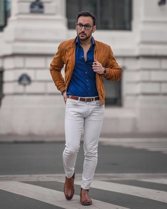 How to wear: brown leather chelsea boots, white jeans, blue long sleeve shirt, tobacco suede bomber jacket