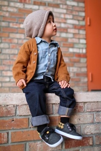 How to wear: charcoal sneakers, navy jeans, light blue denim long sleeve shirt, orange cardigan