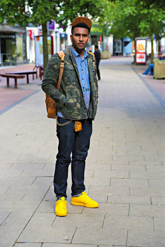 How to wear: yellow leather low top sneakers, navy jeans, blue long sleeve shirt, olive camouflage shirt jacket