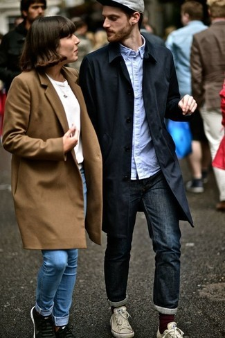 How to wear: white canvas low top sneakers, navy jeans, light blue long sleeve shirt, black trenchcoat