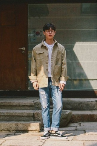 Men's Looks & Outfits: What To Wear In 2020: This combination of a tan shirt jacket and light blue ripped jeans is indisputable proof that a pared down casual look doesn't have to be boring. Consider black and white canvas low top sneakers as the glue that will tie this look together.