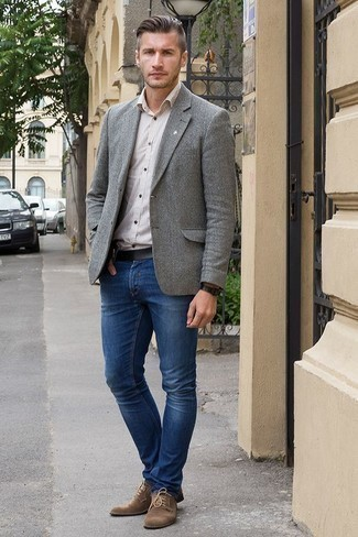 How to Wear a White Vertical Striped Short Sleeve Shirt For Men: If you gravitate towards off-duty ensembles, why not reach for a white vertical striped short sleeve shirt and navy jeans? Rounding off with a pair of brown suede derby shoes is a surefire way to add some extra fanciness to your look.