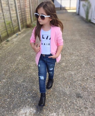 How to wear: black boots, navy jeans, white t-shirt, pink blazer
