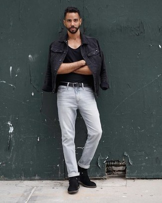 How to Wear Light Blue Jeans For Men: The combo of a black denim jacket and light blue jeans makes for a solid laid-back menswear style. Go ahead and complete your look with black suede chelsea boots for an added dose of class.