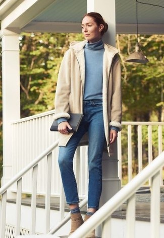 How to wear: tan suede ankle boots, blue jeans, light blue turtleneck, beige shearling coat