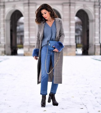 How to Wear a Blue Leather Crossbody Bag: This pairing of a grey houndstooth coat and a blue leather crossbody bag is extremely easy to assemble and so comfortable to work as well! And if you need to instantly ramp up your getup with a pair of shoes, why not complete your look with black leather ankle boots?