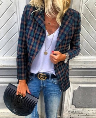 How to wear: black clutch, blue jeans, white v-neck t-shirt, navy plaid blazer