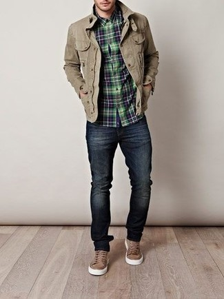 How to wear: khaki field jacket, navy and green plaid long sleeve shirt, navy skinny jeans, brown low top sneakers