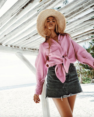 How to Wear a Khaki Straw Hat For Women: A pink dress shirt looks especially good when teamed with a khaki straw hat.