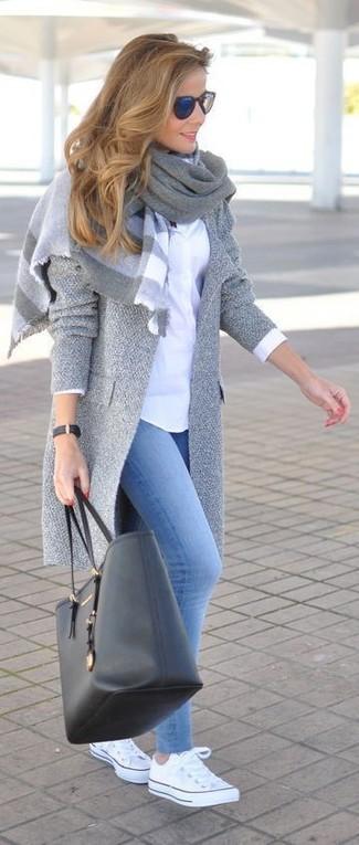 How to wear: white low top sneakers, light blue denim leggings, white dress shirt, grey coat