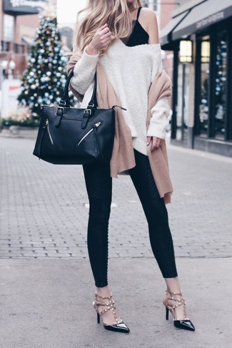 How to Wear a Tan Scarf In Warm Weather For Women: A beige oversized sweater and a tan scarf make for the perfect base for a chic casual look. Finish off this ensemble with black studded leather pumps to serve a little outfit-mixing magic.