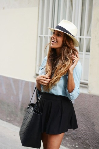 This combination of a light blue denim shirt and a Halogen women's Straw Panama Hat will set you apart effortlessly. This look is absolutely great to welcome spring.