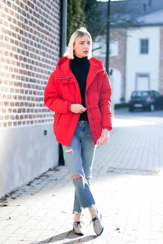 How to Wear Light Blue Ripped Jeans For Women: Rock a red puffer jacket with light blue ripped jeans for equally stylish and easy-to-create look. Grey canvas oxford shoes will breathe a hint of refinement into an otherwise utilitarian look.