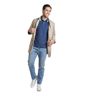 How to wear: white leather low top sneakers, light blue jeans, navy polo, beige trenchcoat