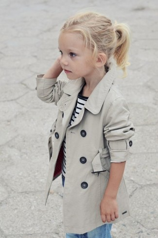 How to wear: light blue jeans, white and navy horizontal striped t-shirt, beige trench coat