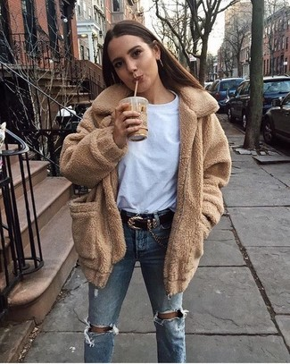 How to Wear Light Blue Ripped Jeans For Women: Pairing a camel fleece coat with light blue ripped jeans is a savvy option for a laid-back ensemble.