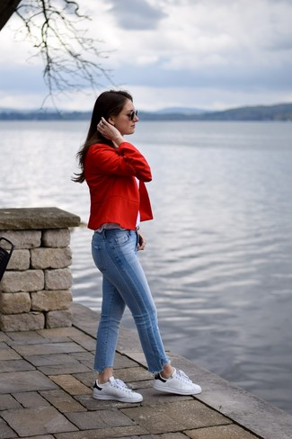 How to wear: white and black leather low top sneakers, light blue jeans, white tank, red blazer