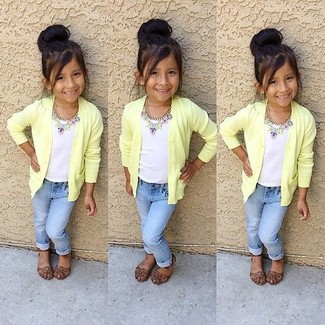 How to Wear a Mustard Cardigan For Girls: Suggest that your tot dress in a mustard cardigan and light blue jeans to create a smart casual look. Brown sandals are a wonderful choice to complete this look.