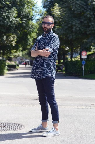 How to wear: black and blue sunglasses, light blue low top sneakers, navy skinny jeans, navy print long sleeve shirt