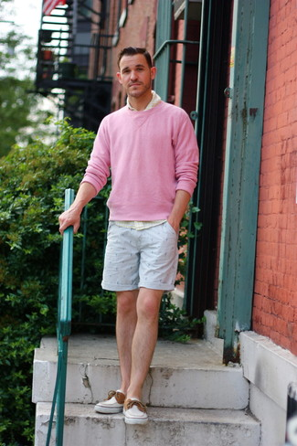 How to wear: white canvas boat shoes, light blue print shorts, yellow gingham long sleeve shirt, pink crew-neck sweater