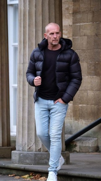 How to wear: white low top sneakers, light blue skinny jeans, black crew-neck t-shirt, black puffer jacket
