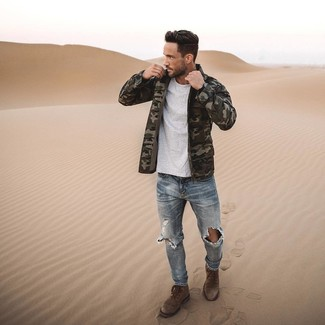 How to Wear Brown Suede Casual Boots For Men: An olive camouflage field jacket and light blue ripped skinny jeans have become a favorite off-duty pairing for many trendsetting men. To introduce a bit of zing to this outfit, complete this outfit with brown suede casual boots.
