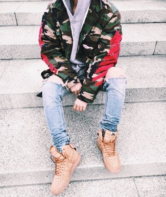 How to wear: beige high top sneakers, light blue ripped skinny jeans, grey hoodie, olive camouflage military jacket
