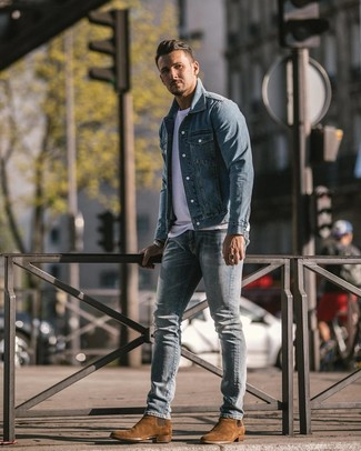 How to wear: brown suede chelsea boots, light blue ripped skinny jeans, white crew-neck t-shirt, light blue denim jacket