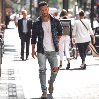 How to wear: brown suede chelsea boots, light blue ripped skinny jeans, white crew-neck t-shirt, navy plaid shirt jacket