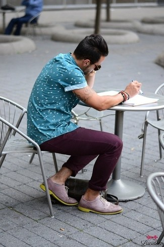 How to Wear Purple Chinos: Consider pairing a blue print short sleeve shirt with purple chinos to create an everyday ensemble that's full of charm and character. Got bored with this look? Invite light violet leather brogues to change things up a bit.