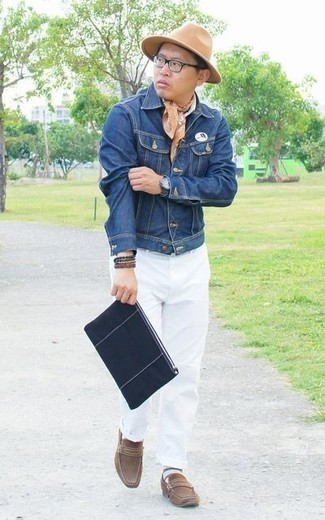 How to Wear a Navy Canvas Zip Pouch For Men: A blue denim jacket and a navy canvas zip pouch matched together are the ideal look for men who appreciate casual outfits. You can take a sleeker approach with shoes and complement this ensemble with brown suede loafers.