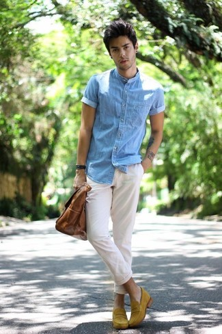 How to wear: brown leather tote bag, mustard suede loafers, white chinos, light blue denim short sleeve shirt