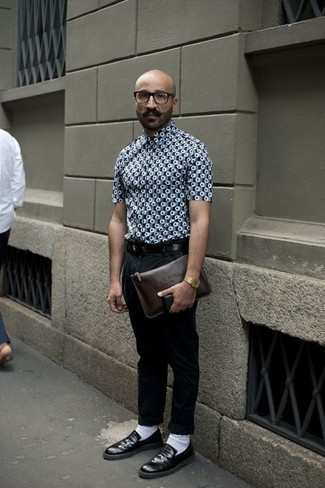 How to Wear a Gold Watch For Men: A grey print short sleeve shirt looks so great when matched with a gold watch. Throw in black leather loafers to completely jazz up the ensemble.