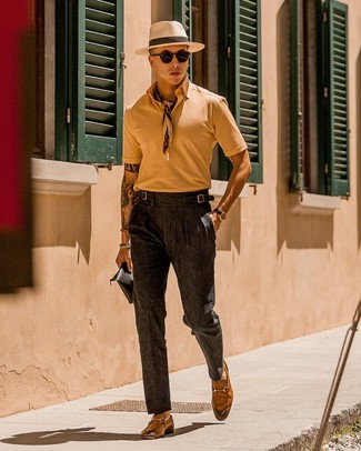 How to Wear Charcoal Dress Pants For Men: A tan polo and charcoal dress pants are among those versatile pieces that have become the key elements in our menswear arsenals. To bring a bit of depth to this ensemble, complement your ensemble with tan leather loafers.