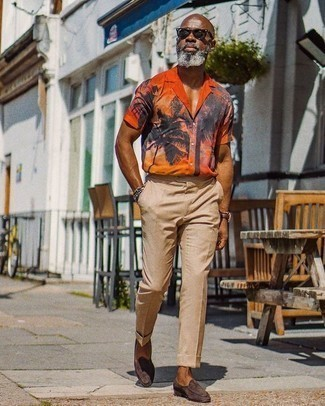 How to Wear Khaki Dress Pants For Men: An orange print short sleeve shirt and khaki dress pants will add extra style to your day-to-day lineup. Go the extra mile and spice up your ensemble by rounding off with a pair of dark brown suede loafers.