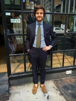 How to Wear an Olive Print Tie For Men: Combining a navy suit with an olive print tie is an awesome option for a sharp and polished getup. Introduce a dash of stylish effortlessness to with tan suede loafers.