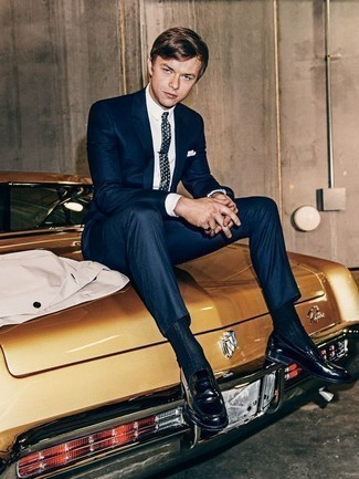 How to Wear Navy Leather Loafers For Men: A navy suit looks so elegant when paired with a white dress shirt for a look worthy of a proper gentleman. Take an otherwise dressy outfit down a more relaxed path by slipping into a pair of navy leather loafers.