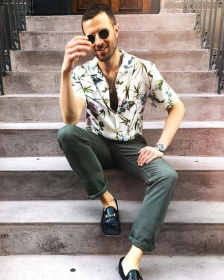 How to wear: black sunglasses, black leather loafers, dark green jeans, white floral short sleeve shirt