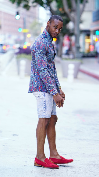 How to wear: gold watch, hot pink suede loafers, light blue denim shorts, blue floral dress shirt