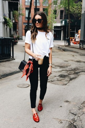 How to wear: black quilted leather crossbody bag, red leather loafers, black skinny jeans, white crew-neck t-shirt