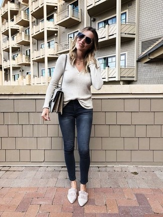 How to Wear a Beige V-neck Sweater For Women: Such essentials as a beige v-neck sweater and black ripped skinny jeans are an easy way to introduce effortless cool into your current casual routine. With shoes, go for something on the more elegant end of the spectrum and finish your look with beige suede loafers.